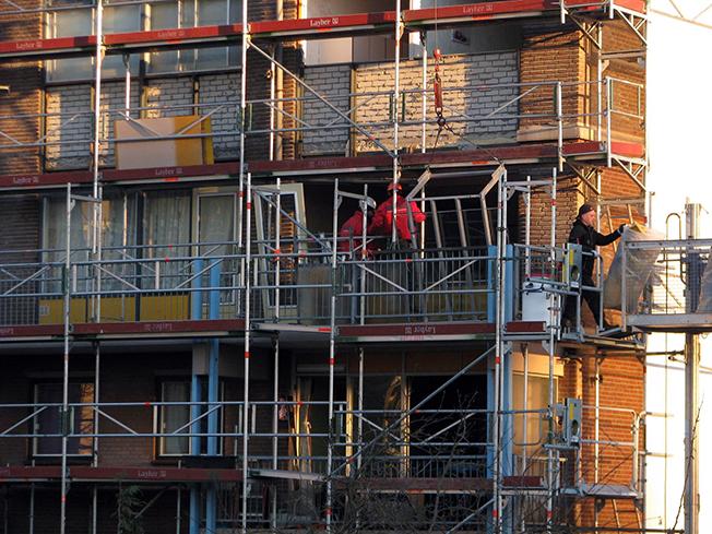 Vervangen houten raamkozijnen en puien.  Woningen worden voorzien van  CO2 gestuurde mechanische ventilatie.