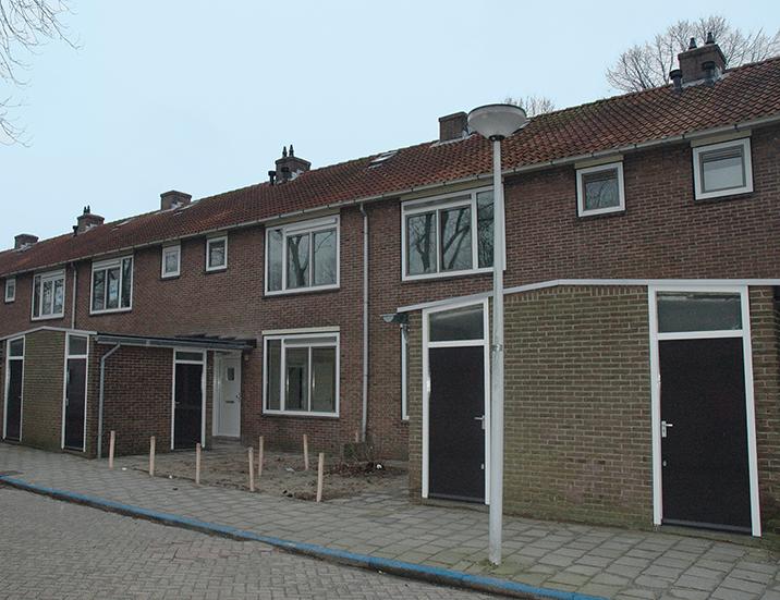 De daken worden van binnenuit geïsoleerd en iedere woning wordt voorzien van nieuwe binnenpakketten voor de keuken, de badkamer en het toilet.